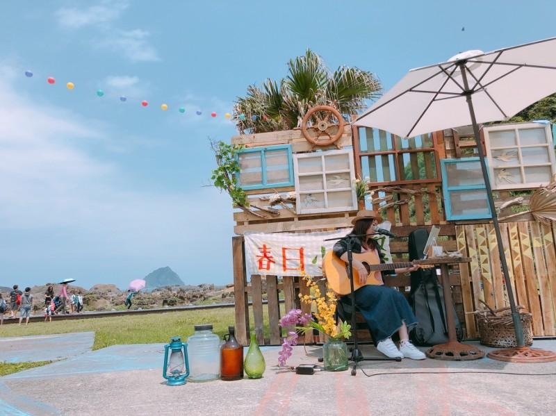 和平島公園舉辦「春日小島聚」活動,安排音樂表演、手作體驗等。(記者林欣漢翻攝)