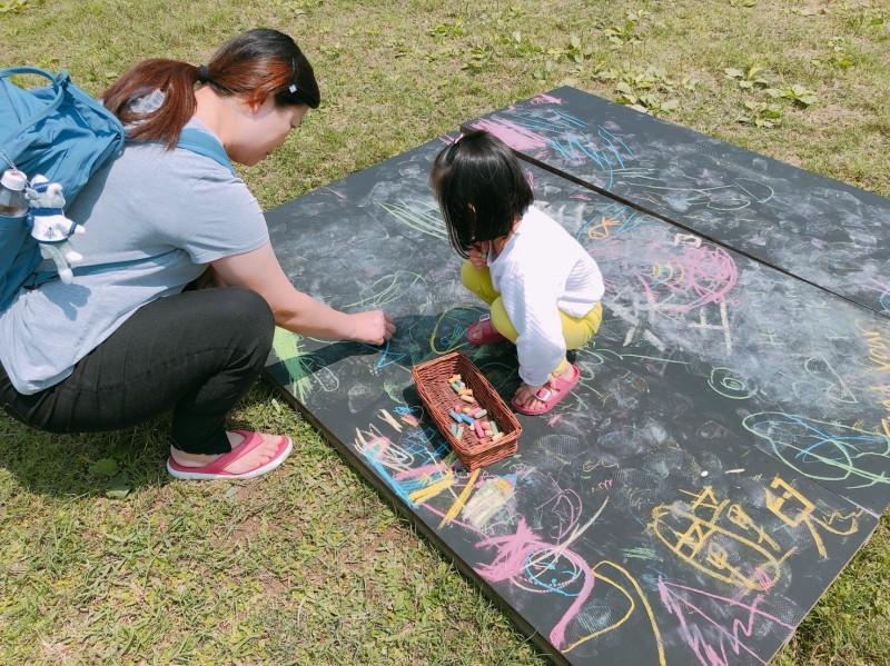 和平島公園舉辦「春日小島聚」活動,邀民眾前來野餐。(記者林欣漢翻攝)