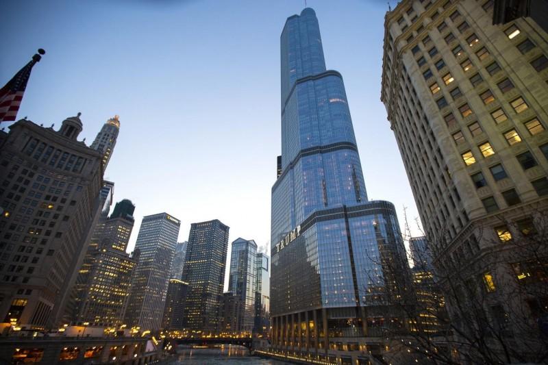 高樓大廈導致大批飛鳥喪命。圖為美國芝加哥的川普國際大樓。(美聯社)