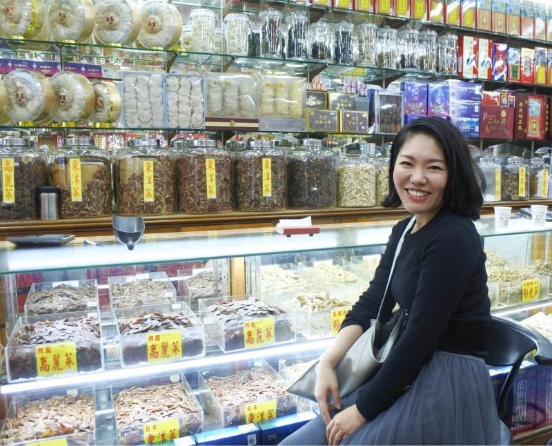石井三紀子常寫大稻埕店家。(石井三紀子提供)
