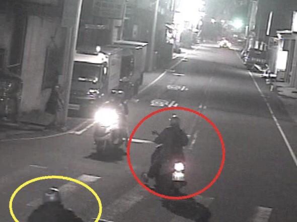 梁男在路口未打方向燈突然左轉,後方張男反應不及。(記者許國楨翻攝)