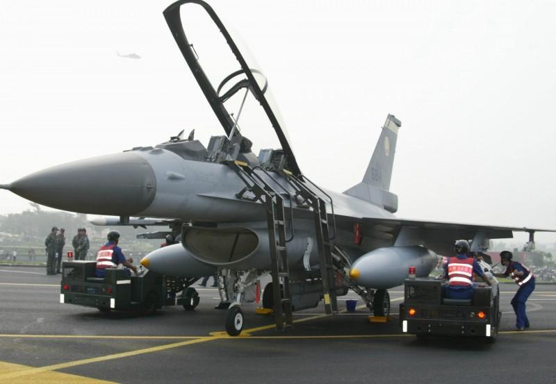 花壇戰備道下月28日將舉行漢光35號戰機起降演習,全國矚目。(資料照,圖為2007年於花壇戰備道舉行漢光23號F16戰機起降演習,軍方提供)