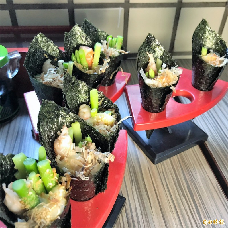 蘆筍鮮蝦手卷。(記者林欣漢攝)