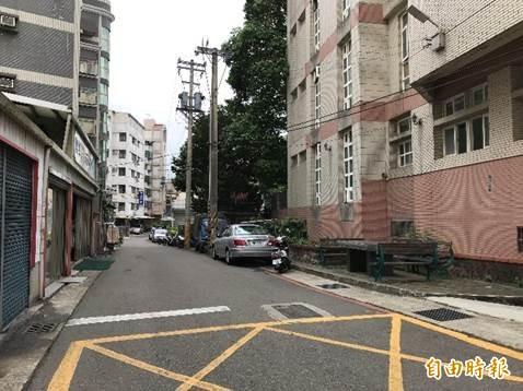 給學童一條安全的通學步道,新竹市政府提十大人行道改善計劃,將改善近9公里長的人行道。(記者洪美秀攝)