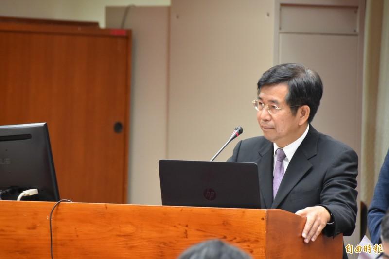 針對雄中教官赴中,教育部長潘文忠表示,有依法申請,但後續仍須檢視其活動是否違規。(記者吳柏軒攝)