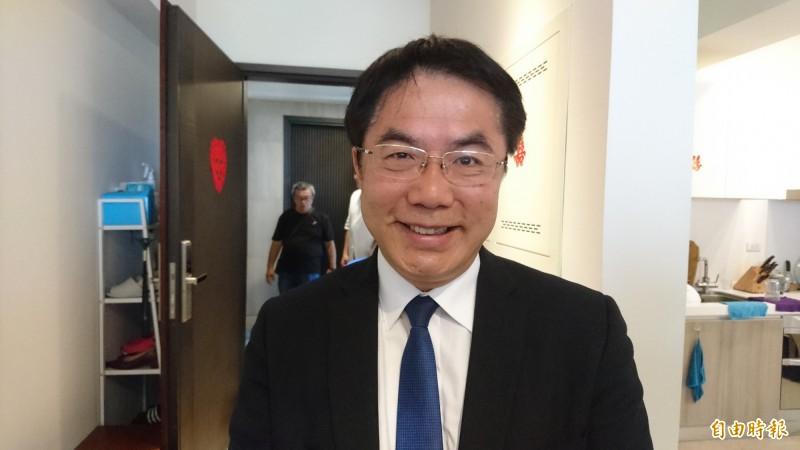 台南市長黃偉哲希望蔡、賴雙邊都要以克制為重。(記者劉婉君攝)