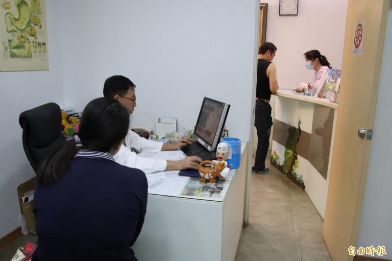 新竹縣境內參與認證取得糖尿病共同照護網的私人診所屈指可數。(記者黃美珠攝)
