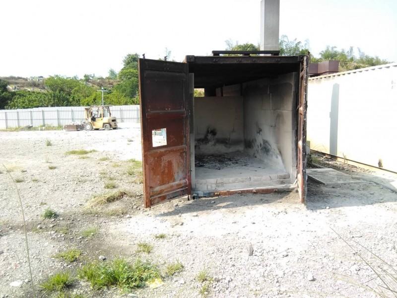 貨櫃爐內有耐火磚的設施。(記者蔡清華翻攝)