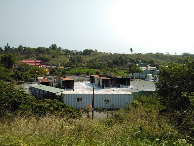 焚化場設在偏僻的拷潭郊區。(記者蔡清華翻攝)