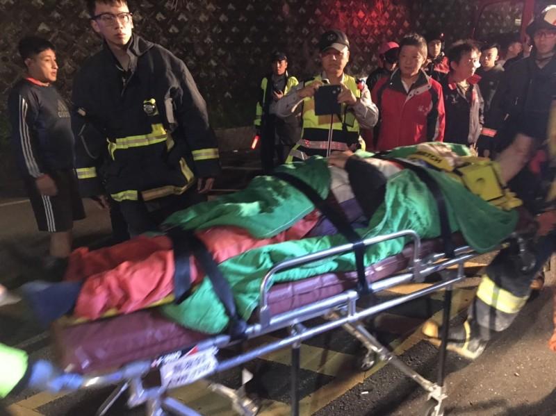 昨晚間10時許,一名日籍68歲山田姓男子,騎車行經烏來區台九甲12.4K時,不明原因自撞護欄,救起後送醫不治 。(記者陳薏云翻攝)