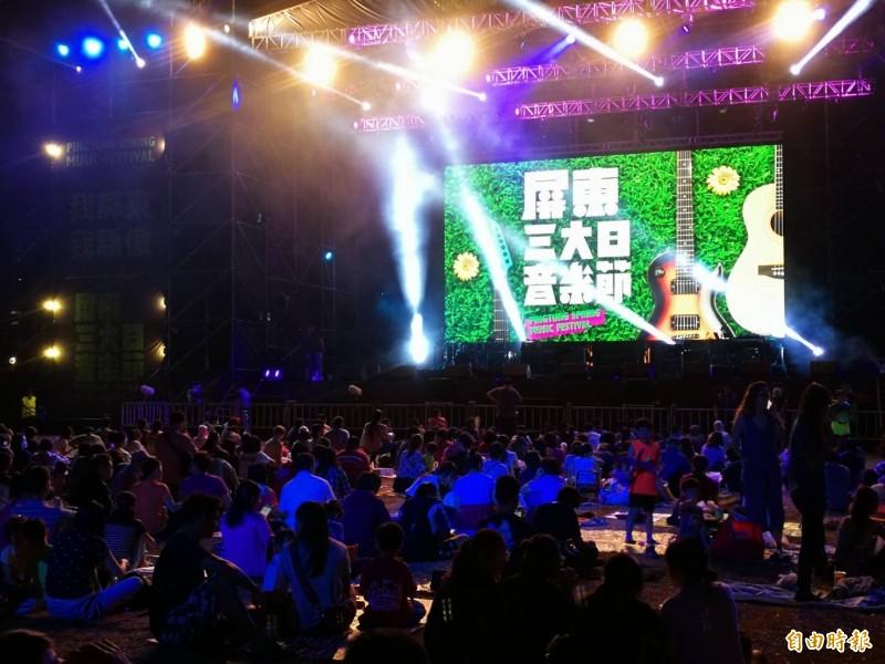 屏東三大日音樂節昨晚首場人潮多。(記者羅欣貞攝)