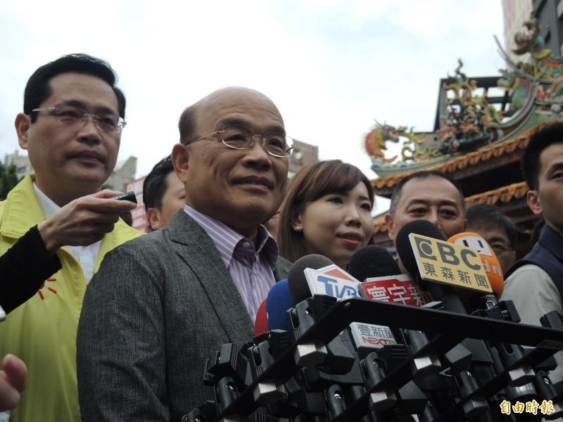 蘇貞昌今天以三國演義為例,呼籲國人同心,才能抗拒中國統一。(記者翁聿煌攝)