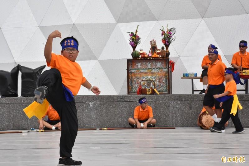 台江文化中心慶成開館活動,有宋江陣表演。(記者洪瑞琴攝)