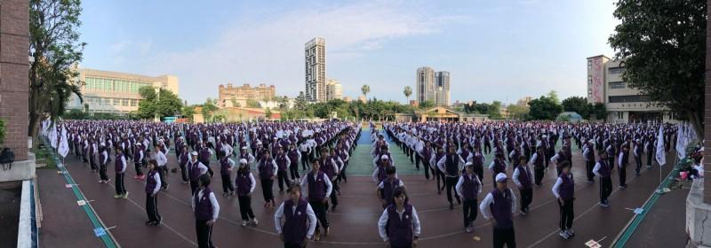 台灣返老還童氣功協會舉行氣功千人大團練活動。(「台灣返老還童氣功協會」提供)