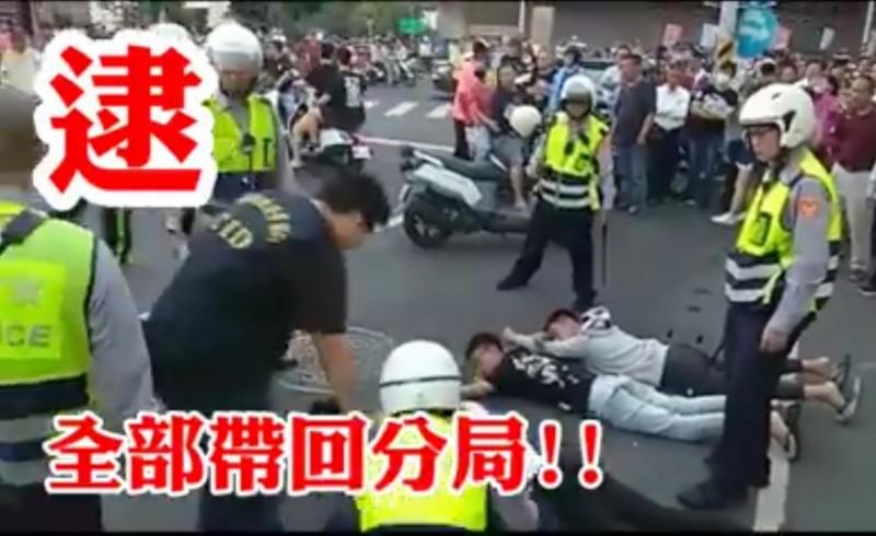 台南市警察就是「正義的幫派」,去到現場就是要比滋事者卡大聲、拗蠻,嚴正執法。(記者楊金城翻攝)