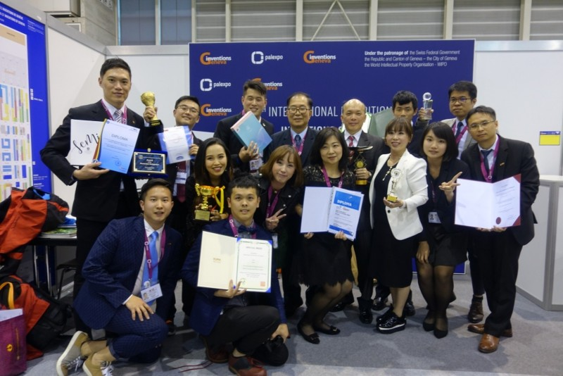 瑞士日內瓦發明展台灣參展團得獎者合影。(台灣發明協會提供)