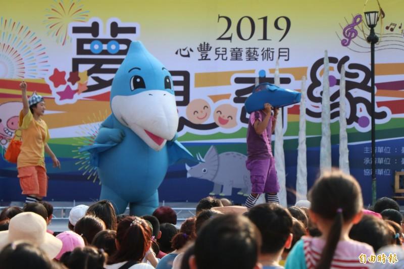 心豐兒童藝術月今舉辦開幕活動,邀請如果劇團帶來《小恐龍歷險記》精彩的演出。(記者萬于甄攝)