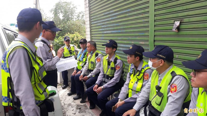 大甲媽鑾轎昨天回鑾彰化,大批警力嚴陣以待。(記者湯世名攝)