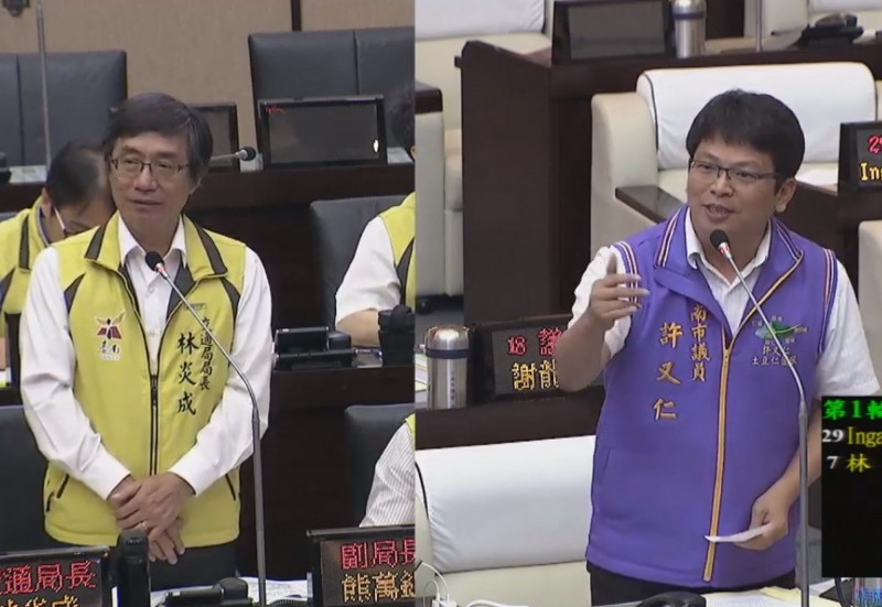 市議員許又仁(右)建議交通局,台南捷運要成功,應該先停掉綠線的規劃,以獲得民意的支持。(記者蔡文居翻攝)