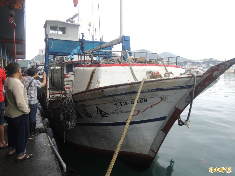 蘇澳籍漁船金協益268號,出海第2天就捕獲全國第一鮪。(記者江志雄攝)