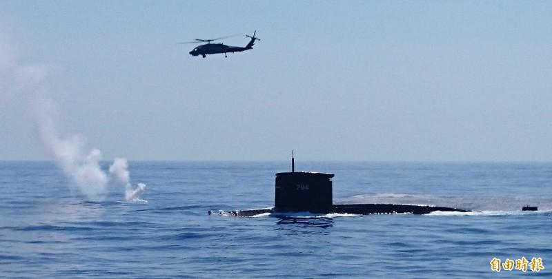 國防部下月舉行的漢光演習項目中,會在台灣東面進行大型的海空聯合對抗演練。圖為2014年漢光演習期間,海軍實施海空聯合反潛操演。(記者羅添斌攝)