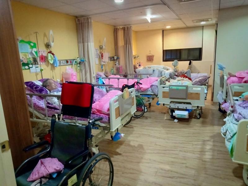 高雄佳醫護理之家收住許多重症病患。(衛生局提供)