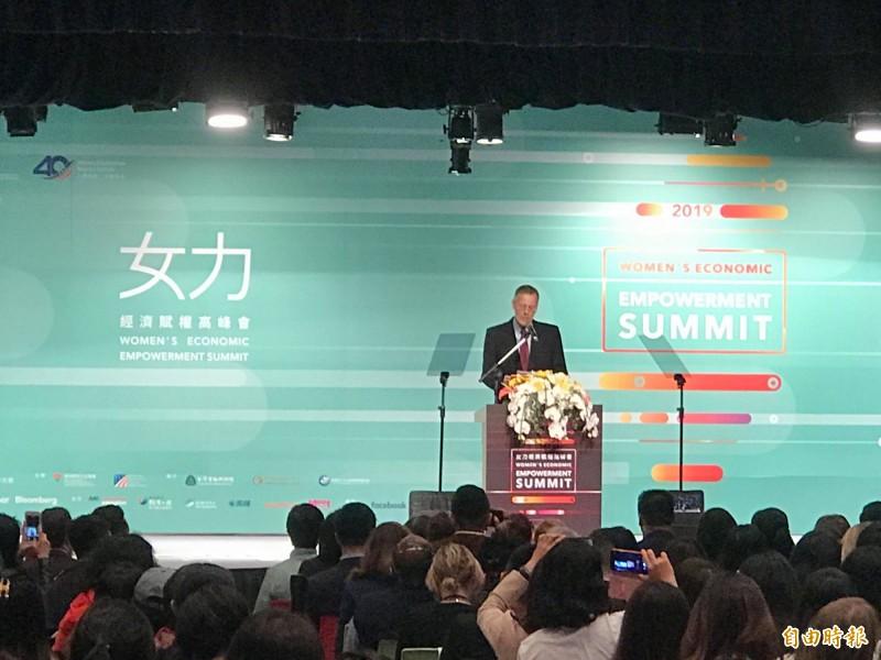 美國在臺協會處長酈英傑今在「台美全球合作暨訓練架構女力經濟賦權高峰會」上宣布,美國將與台灣共同推動StartOpps、人才循環聯盟等2項新計畫。(記者彭琬馨攝)