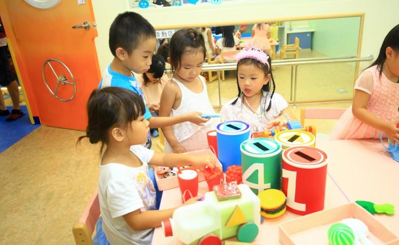 台中市6歲以下幼兒送送托準公共化托嬰中心或保母,仍享有補助。 (社會局提供)