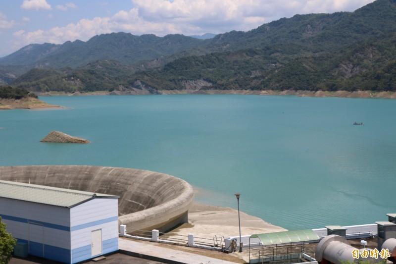 南化水庫目前蓄水率仍有35.53%,水情還算穩定。(記者萬于甄攝)