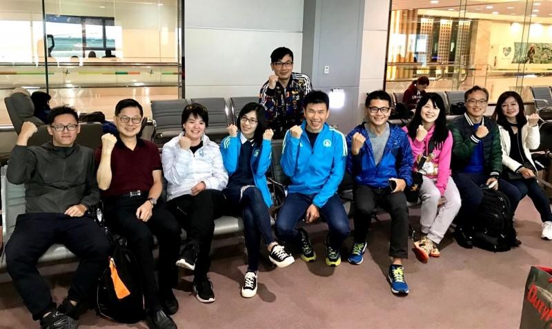 台灣團由桃園國際機場出發時誓師。(圖由張紅淇提供)