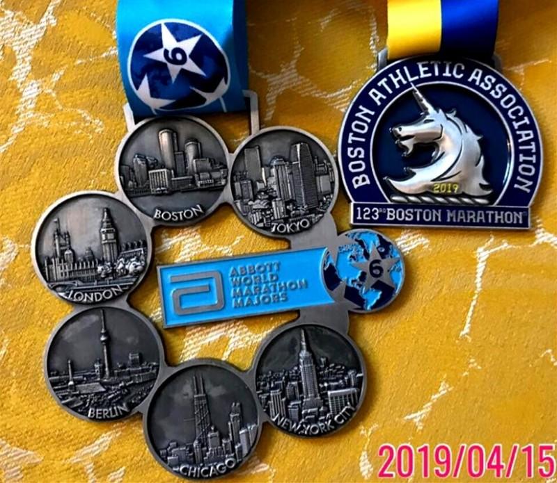 六環獎牌是許多馬拉松跑者的夢想。(圖由張紅淇提供)