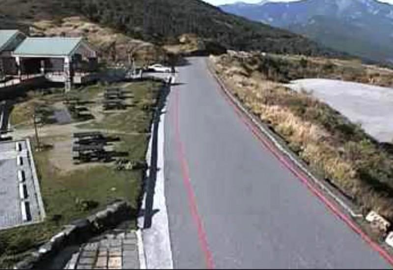 合歡山小風口的公路路況極佳,但花蓮段也解除封閉。(圖擷取自合歡山即時路況網站)