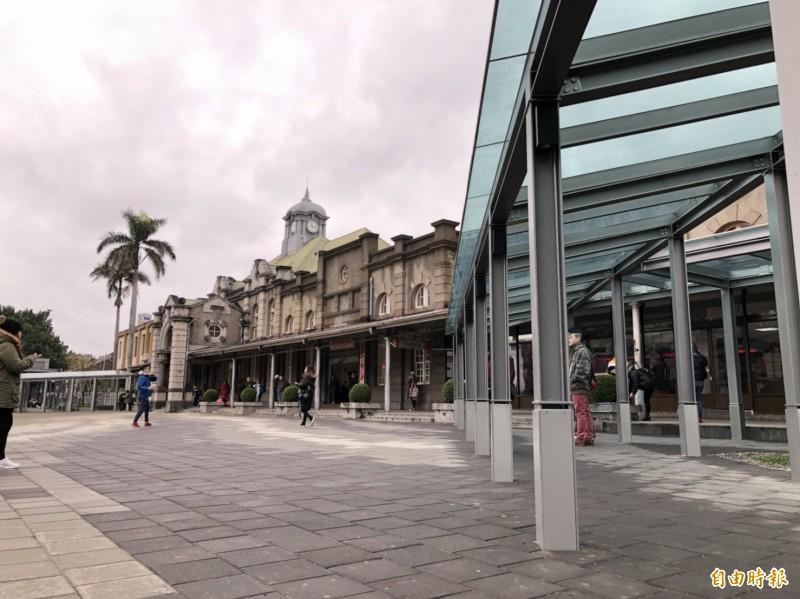台鐵局承諾支持新竹市政府推動大車站計劃,將以跨站式平台縫合前後站的城市紋理。(記者洪美秀攝)