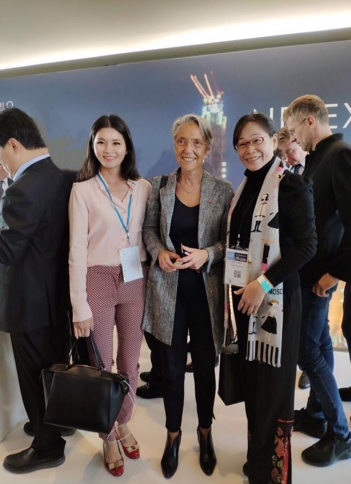副縣長謝淑亞(右1)邀請法國交通部長Elisabeth Borne(中)到台灣參訪。(雲林縣政府提供)