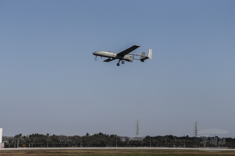 銳鳶無人機進行飛行性能展示。(圖由軍聞社提供)