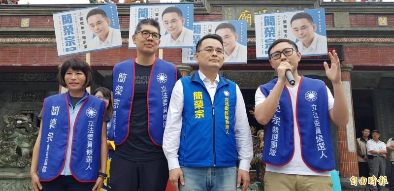 國民黨中央委員連勝文今天在汐止輔選時表示,關於黨內出現拱韓國俞接國民黨主席,他個人覺得「蠻好的」、「蠻喜歡的」。(記者俞肇福攝)