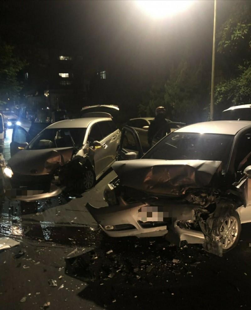 陽明山區過彎失控 衝撞對向車釀4輕重傷