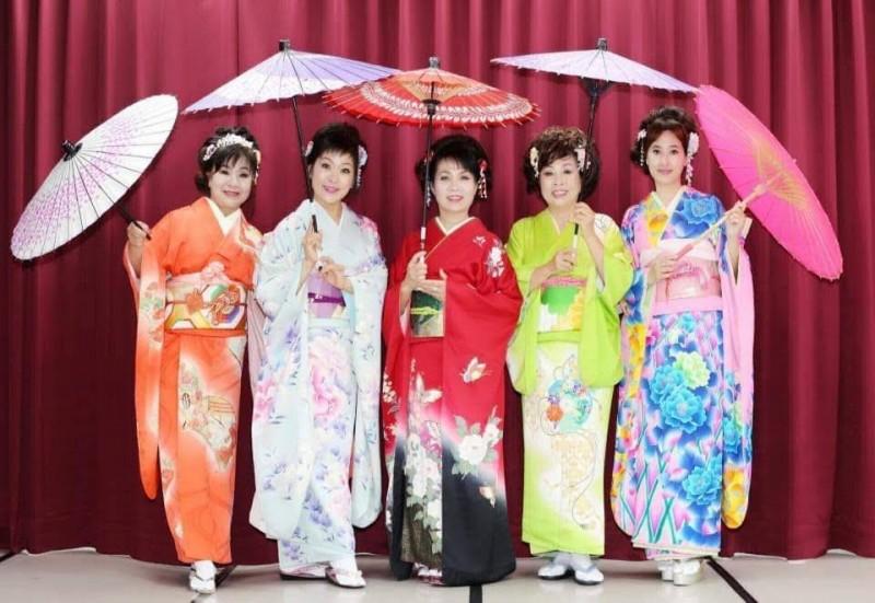 國際藝陣嘉年華推出日本和服走秀、歌唱及舞蹈等表演。(記者陳文嬋翻攝)