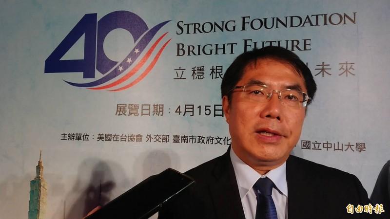 對於民進黨黨內總統初選紛擾,台南市長黃偉哲受訪表示,盼望黨中央再促成第2次、第3次「蔡賴會」,或兩人私下碰面也行,以利整合意見。(記者洪瑞琴攝)