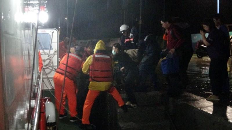 將軍離島發生婦人疑似溺水,澎湖海巡隊警艇趕往馳援。(澎湖海巡隊提供)