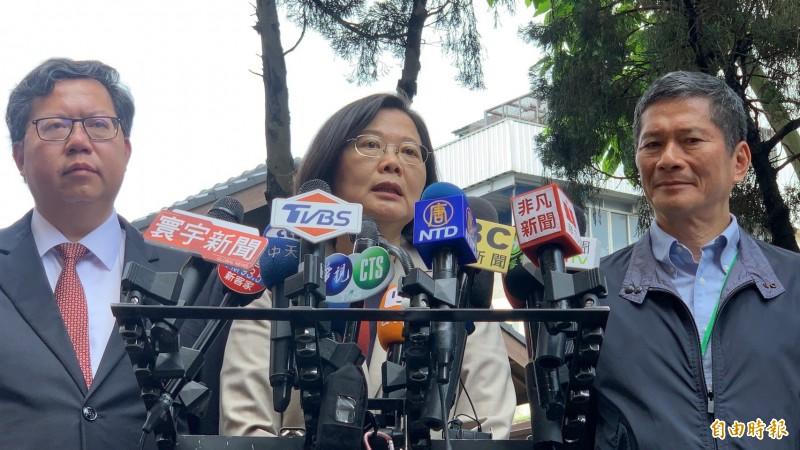 總統蔡英文對於高雄市長韓國瑜稱國軍「太監穿西裝」言論大為不滿,要求他把話收回。(記者許倬勛攝)