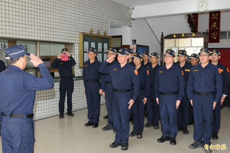 全國警察單位18日起同步換裝新式制服。(資料照,記者張議晨翻攝)