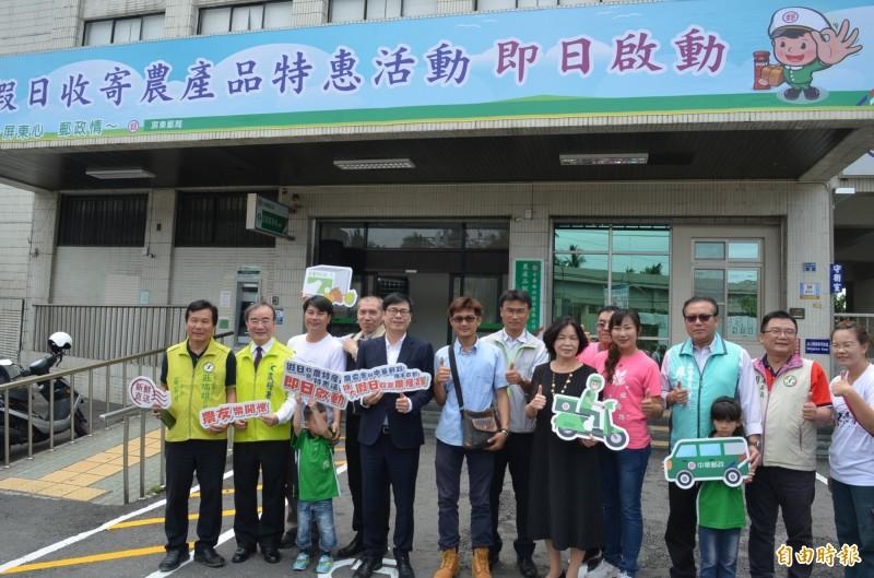 中華郵政在屏東開辦假日收寄農產品業務,歡迎農友多加利用。(記者李立法攝)