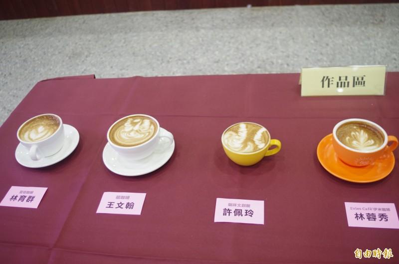 嘉義市咖啡拉花創意競賽首度舉行,職業組由「藏咖啡」王文翰以天鵝圖案奪冠(左二)。(記者王善嬿攝)