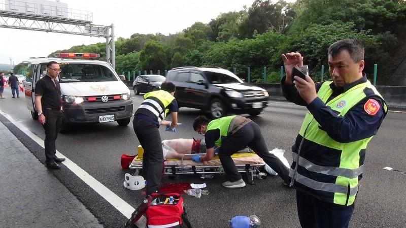 男子墜落國道當場死亡。(記者鄭名翔翻攝)