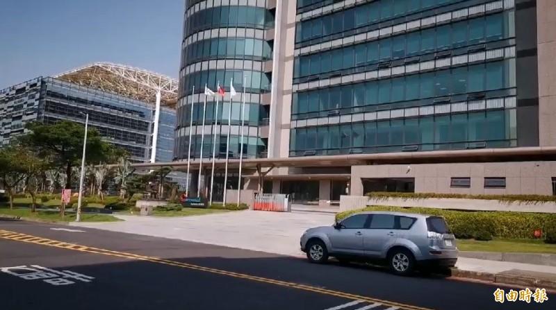 涉嫌殺害一對小姐弟的吳姓男子在龜山區一處工業公司上班。(記者周敏鴻攝)