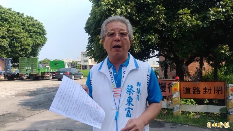雲林縣議員蔡東富協助爭取經費讓斗南文安路終於能全路通暢。(記者廖淑玲攝)