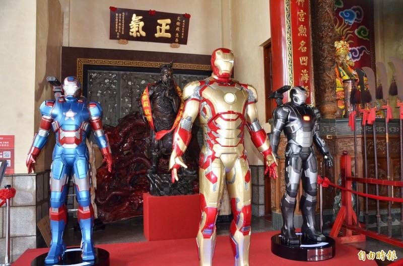 龍崎文衡殿內有系列的鋼鐵人模型。(記者吳俊鋒攝)