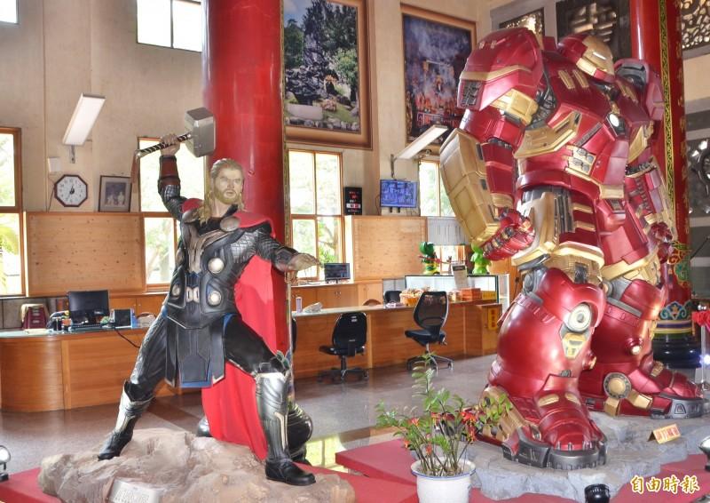 龍崎文衡殿內有雷神索爾、浩克毀滅者等復仇者聯盟的成員模型。(記者吳俊鋒攝)