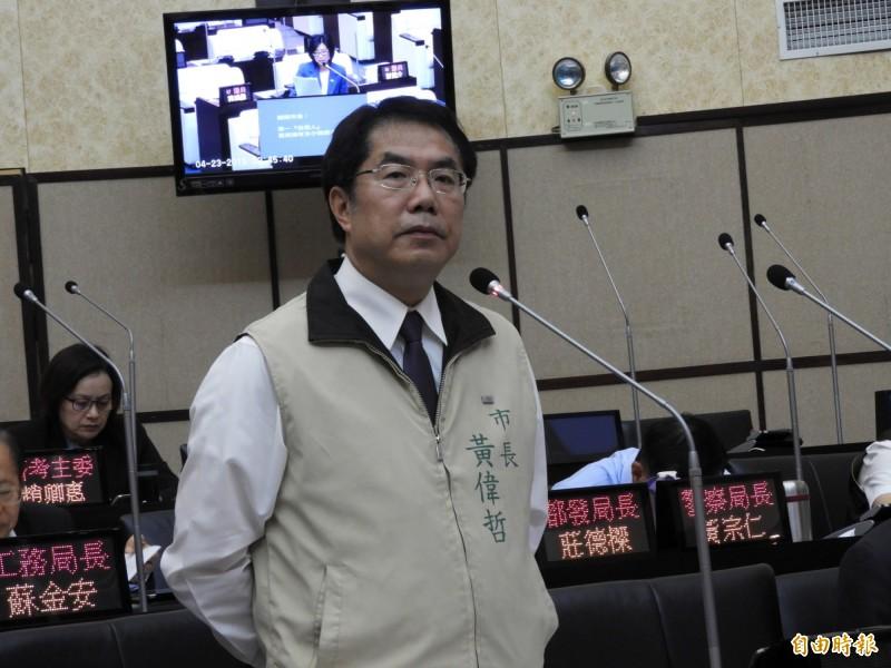 台南市長黃偉哲在議會答詢時,應允單一住宅自用住宅稅率朝降低至1%方向努力。(記者洪瑞琴攝)